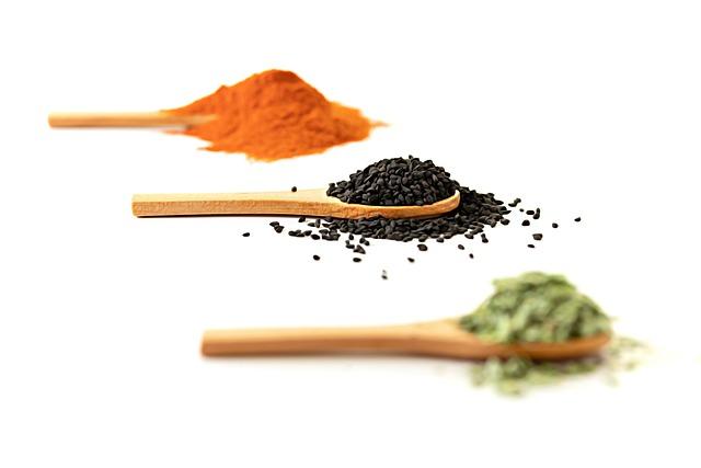 Z czarnego kminku pozyskuje się olej z czarnuszki.